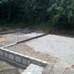 Fundamentbasis für Holzlege wird gemauert